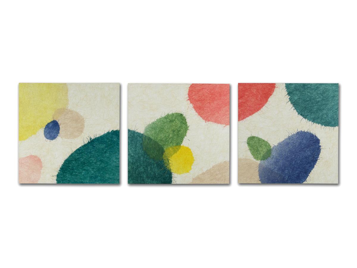 くつろぎの空間で軽やかに弾む土壁を綾なす色彩のコラージュ