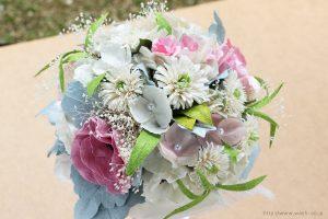 ホワイト系の和紙ブーケ・花束(紙婚式ペーパーフラワー)上からの写真