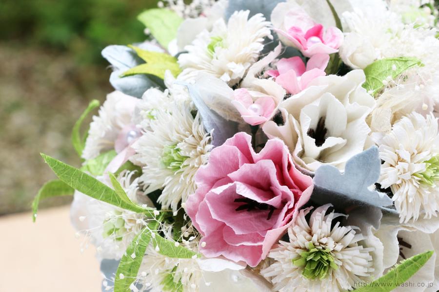 ホワイト系の和紙ブーケ・花束(紙婚式ペーパーフラワー)お花部分アップ
