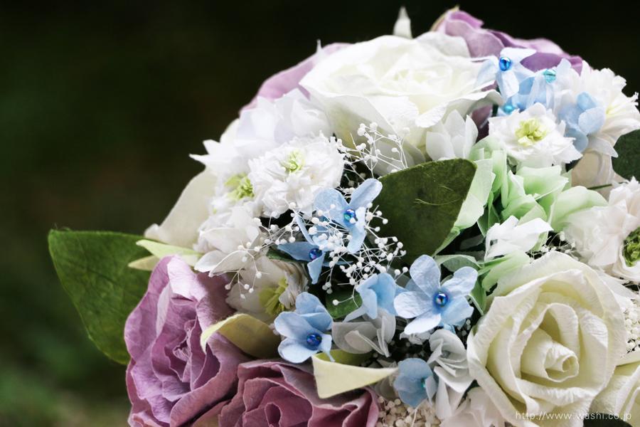 白と紫バラの和紙ブーケ・花束(紙婚式ペーパーフラワー)お花部分アップ