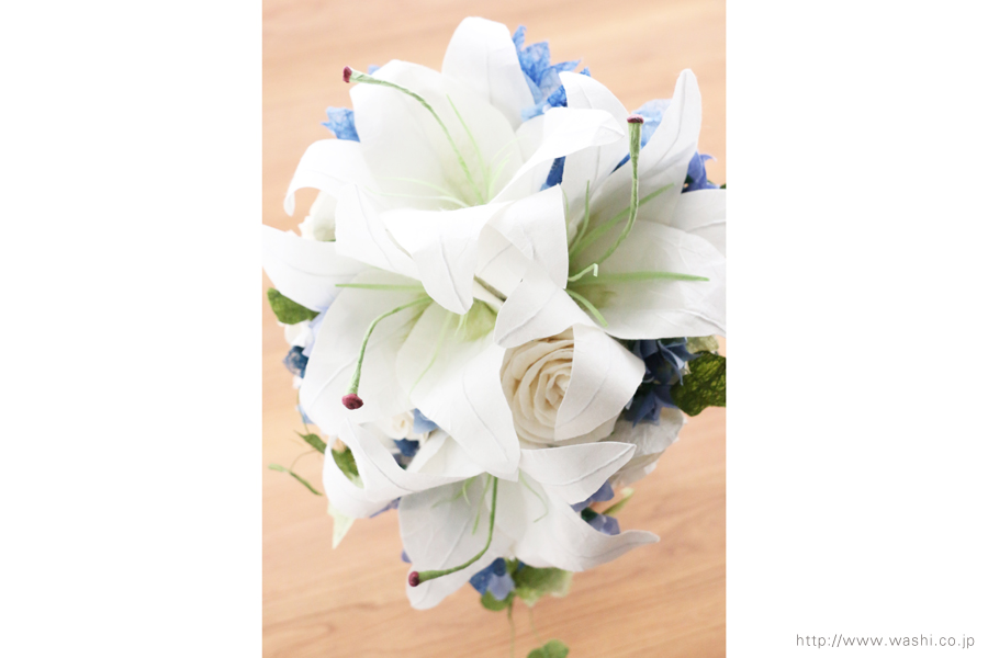 白いカサブランの和紙ブーケ・花束(紙婚式ペーパーフラワー)上からの写真