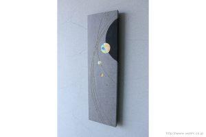 玄関ホール用の創作和紙インテリアアートパネル(右斜めから)