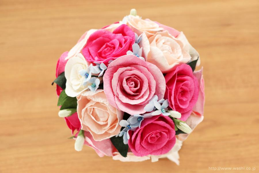 ピンク系のバラと、青い小花の和紙ブーケ(紙婚式ペーパーフラワー)真上
