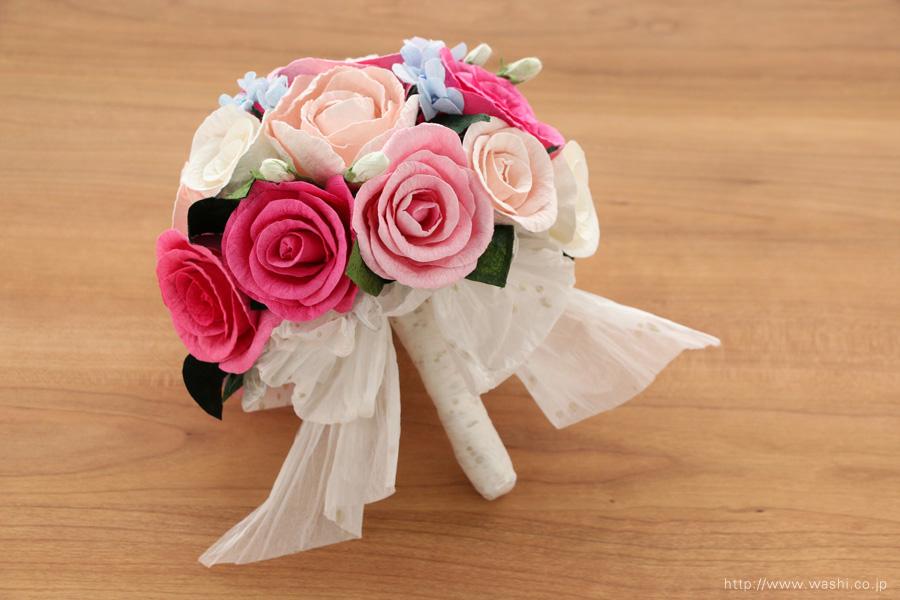ピンク系のバラと、青い小花の和紙ブーケ(紙婚式ペーパーフラワー)下から
