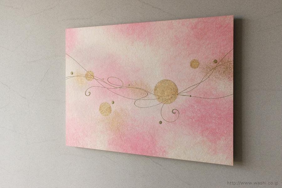 モダンな空間に優しいピンクの差し色(和紙アートパネル)やや斜めから