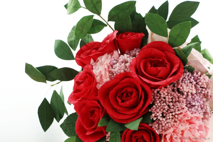 深紅のバラとライスフラワー、トルコ桔梗の和紙ブーケ・花束(結婚1周年、紙婚式のペーパーフラワー)アップ