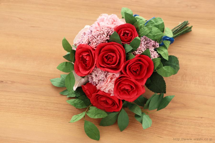 深紅のバラとライスフラワー、トルコ桔梗の和紙ブーケ・花束(結婚1周年、紙婚式のペーパーフラワー)斜め上から