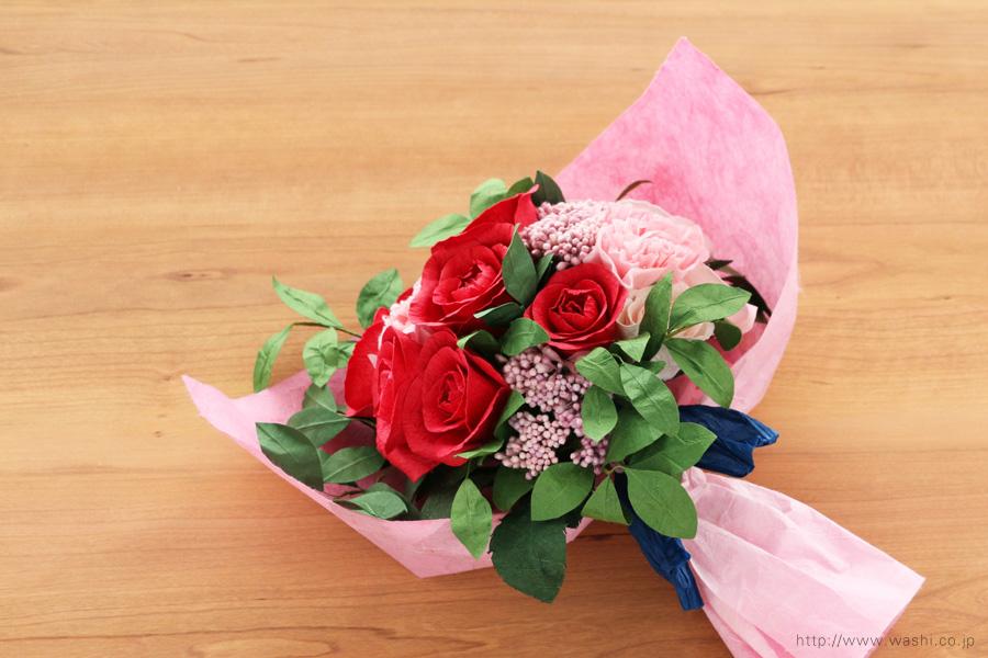 深紅のバラとライスフラワー、トルコ桔梗の和紙ブーケ・花束(結婚1周年、紙婚式のペーパーフラワー)和紙ラッピング後