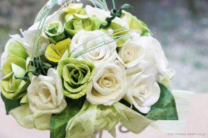 ホワイト・グリーン系バラの和紙ブーケ・花束(紙婚式ペーパーフラワー)お花全体アップ