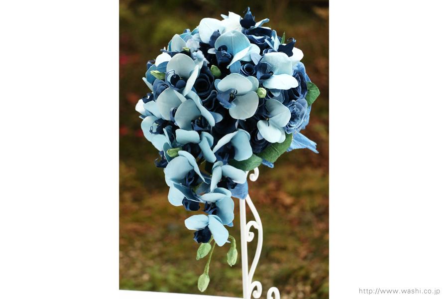 青い胡蝶蘭とバラの和紙ブーケ・花束(紙婚式ペーパーフラワー)正面やや斜め