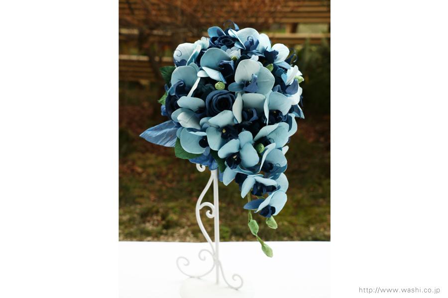 青い胡蝶蘭とバラの和紙ブーケ・花束(紙婚式ペーパーフラワー)横からの写真