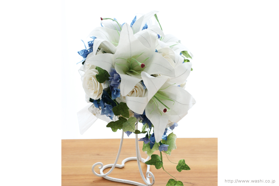 白いカサブランの和紙ブーケ・花束(紙婚式ペーパーフラワー)前からアップ