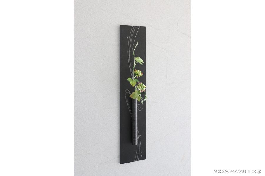 壁掛け花器(和紙の花と一輪挿し和紙インテリアアートパネル)斜めから
