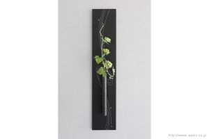 壁掛け花器(和紙の花と一輪挿し和紙インテリアアートパネル)正面から