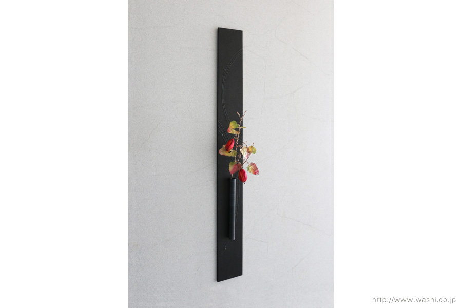 壁掛け花器(和紙のカラスウリと一輪挿し和紙インテリアアートパネル)斜めから