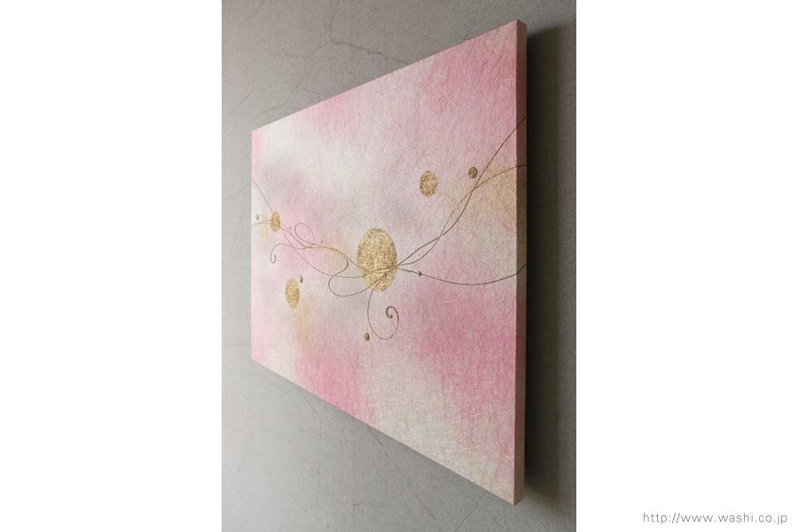 モダンな空間に優しいピンクの差し色(和紙インテリアアートパネル)斜めから