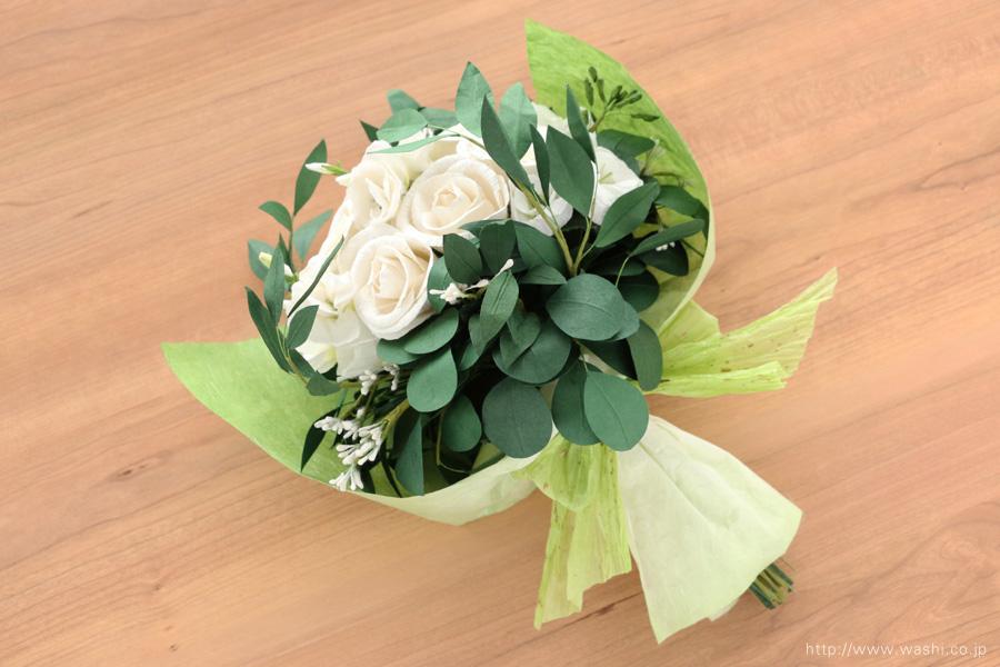 葉ものをたっぷり使ったナチュラルテイストの和紙ブーケ・花束(紙婚式ペーパーフラワー)ラッピング後