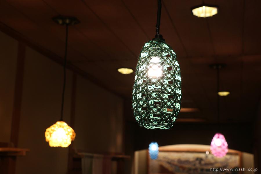 温泉旅館に設置した加賀水引ペンダントライト・灯り(細長いタイプ)