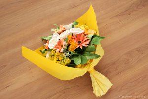ガーベラ、菜の花、タンポポのビタミンカラー和紙ブーケ・花束(退職祝いのペーパーフラワー)ラッピング後