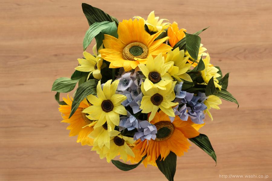 向日葵(ひまわり)と小花の和紙の花束・ブーケ(紙婚式ペーパーフラワーブーケ)真上