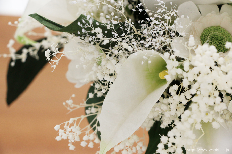 結婚記念日ペーパーフラワー|白いカラーとガーベラの和紙製ブーケ・花束(花部アップ)