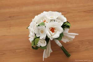 紙婚式ペーパーフラワー|ガーベラとフレンチマリアンヌの和紙花ブーケ(横から)