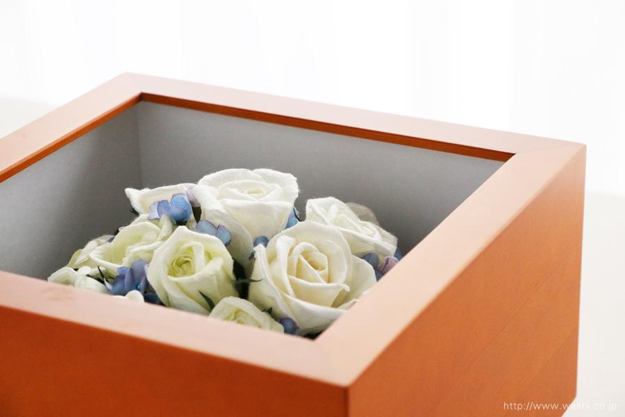 和紙の花 アフターブーケ|和紙製ペーパーフラワーで、痛んだ結婚式のプリザーブドフラワーを元の美しい姿に再現。3Dフレーム・立体額(斜めから)