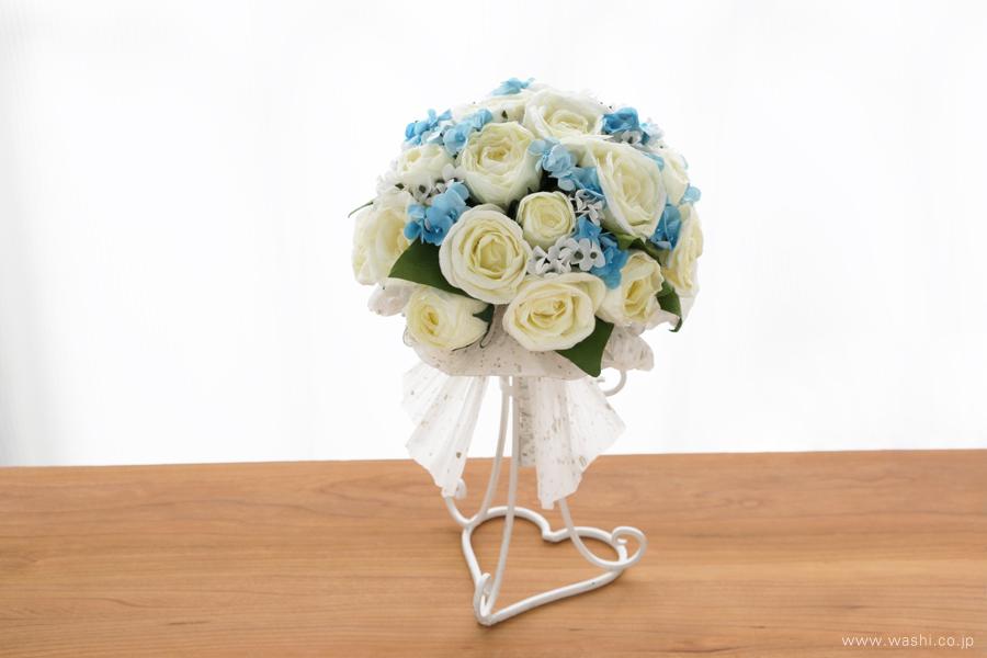 紙婚式ペーパーフラワー|結婚式の再現ブーケ・白いバラと可憐な青い小花の和紙花束