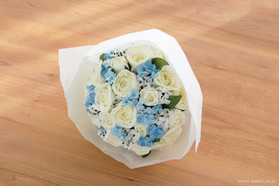 紙婚式ペーパーフラワー|結婚式の再現ブーケ・白いバラと可憐な青い小花の和紙花束(ラッピング)