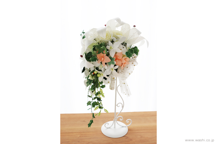 和紙の花ブライダルウェディングブーケ|結婚式用のカサブランカとデンファレのペーパーフラワー(真横)