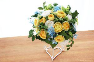 結婚一周年記念日・紙婚式の和紙ペーパーフラワーブーケ(黄色と白色の大輪バラとグリーン)
