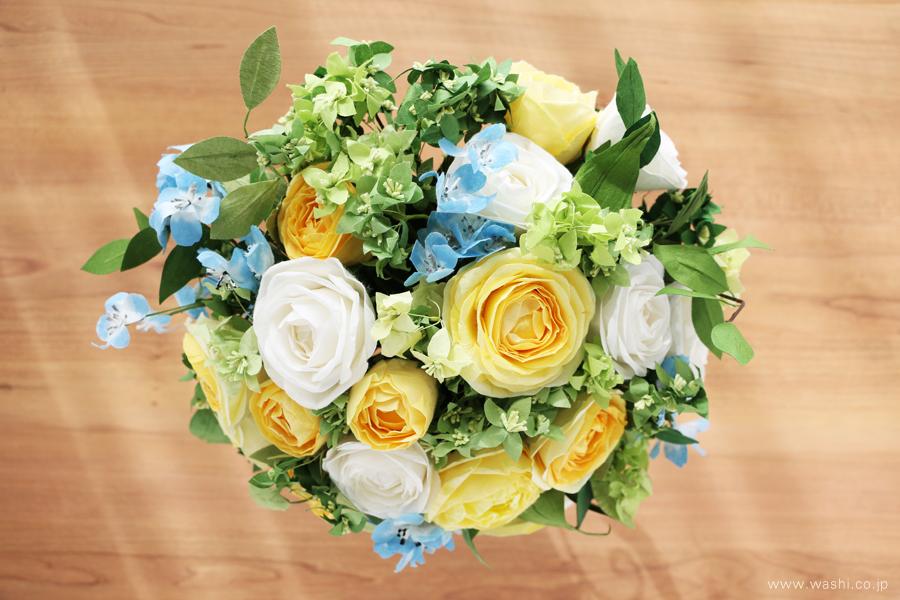 結婚一周年記念日・紙婚式の和紙ペーパーフラワーブーケ(黄色と白色の大輪バラとグリーン)真上