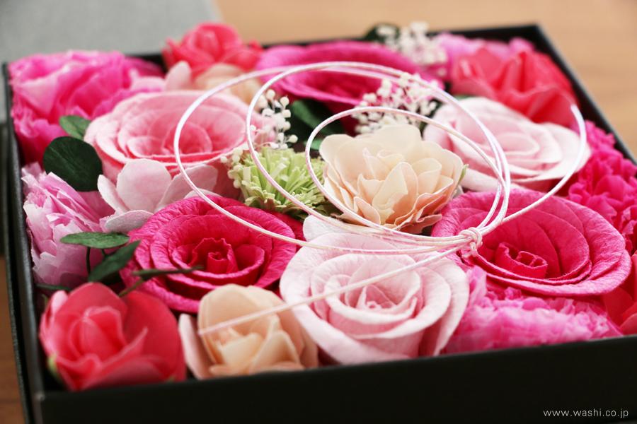 和紙の花のフラワーボックス(昇進祝いのオーダーメイドプレゼント)アップ