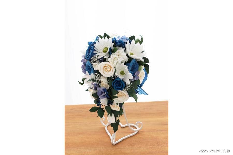 紙婚式記念日の和紙の花フラワーブーケ(純白ガーベラと青いバラのペーパーフラワー)