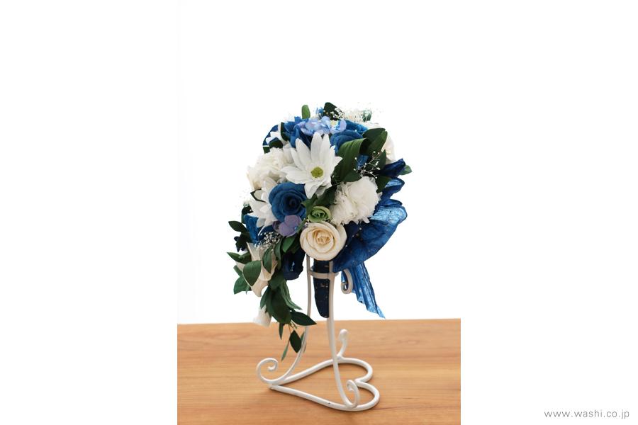 紙婚式記念日の和紙の花フラワーブーケ(純白ガーベラと青いバラのペーパーフラワー)右面