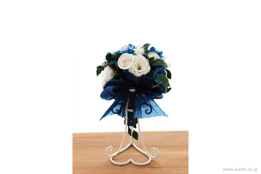 紙婚式記念日の和紙の花フラワーブーケ(純白ガーベラと青いバラのペーパーフラワー)後面
