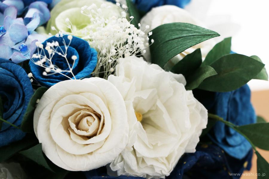 紙婚式記念日の和紙の花フラワーブーケ(純白ガーベラと青いバラのペーパーフラワー)薔薇アップ