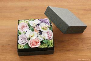 ご退職祝いに贈る、胡蝶蘭とバラの和紙製ペーパーフラワーボックス